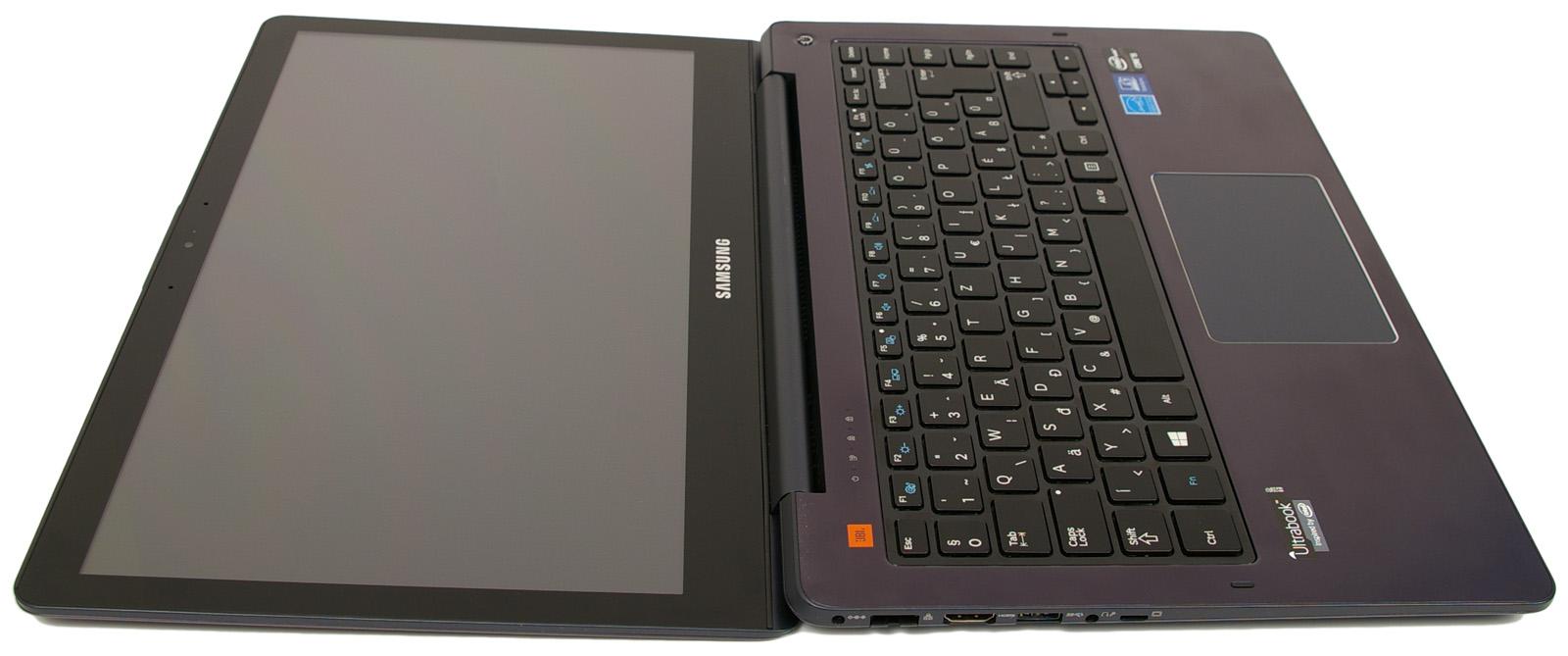 c6e914b70748 Emiatt a notebook kinyitása egy kézzel nem igazán lehetséges, ugyanakkor  kellően masszívan tartja az adott pozícióban az akár 180 fokban is nyitható  fedelet ...