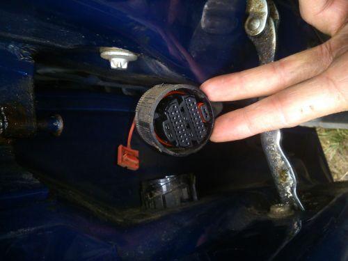 Mit kell bekapcsolnom két erősítőt a kocsimba